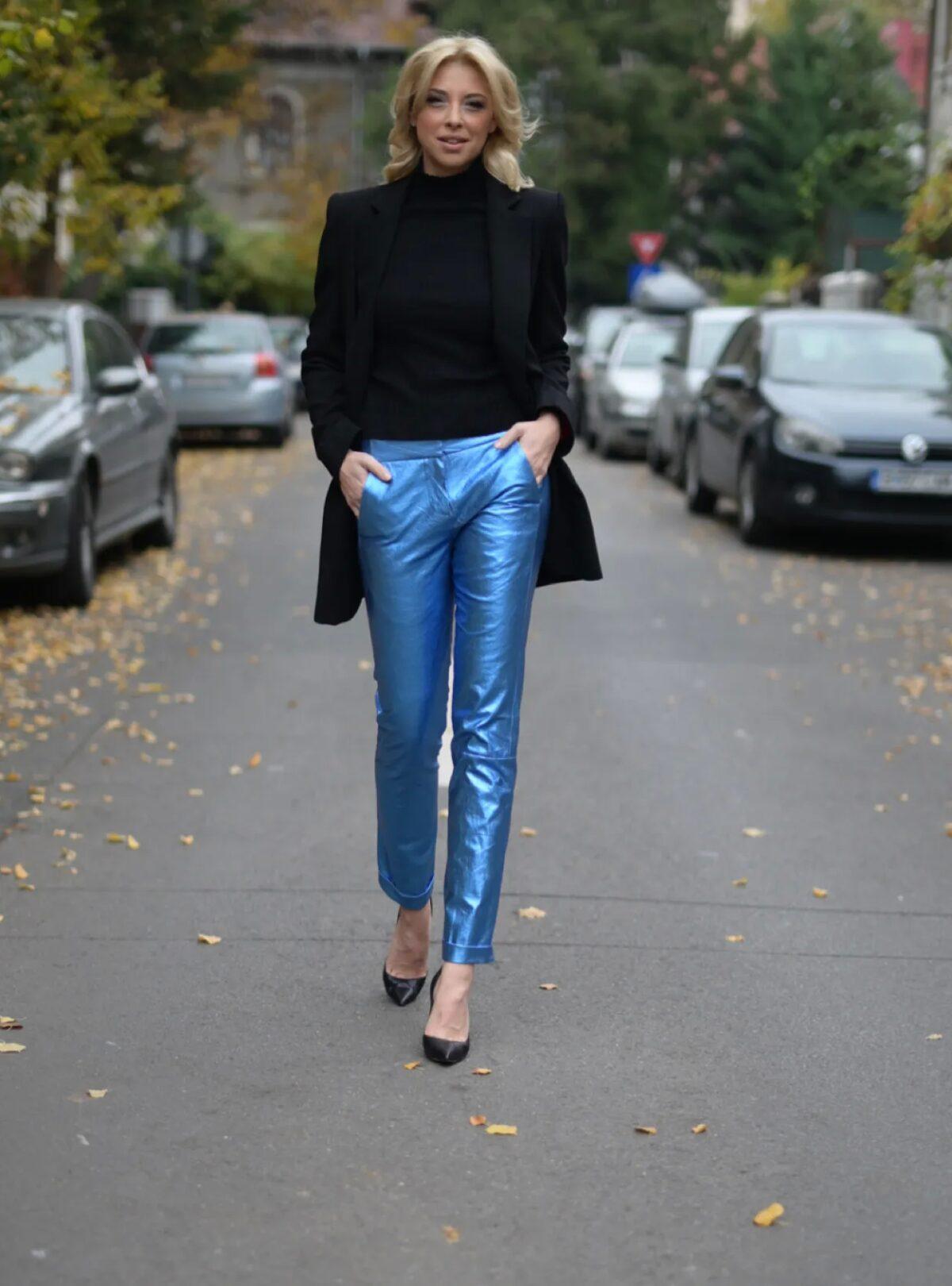 pantaloni albastru metalic